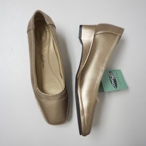 Fanfares gold pumps / wedge